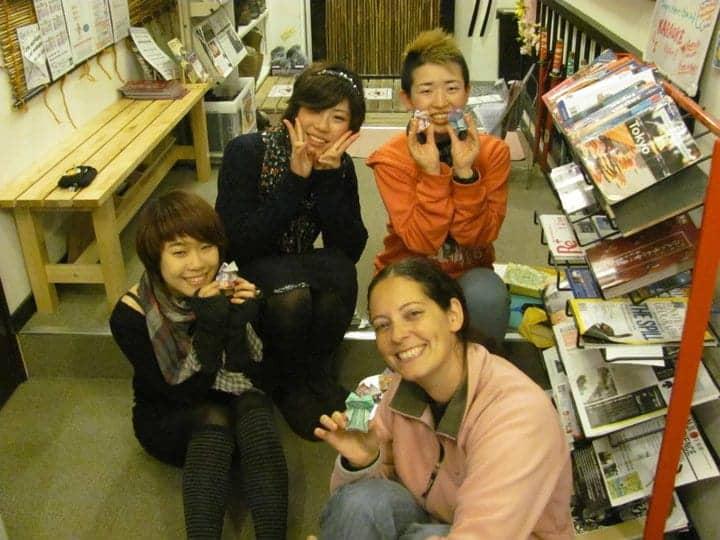 יפן עם ילדים - שיעור אוריגמי חינם בהוסטל