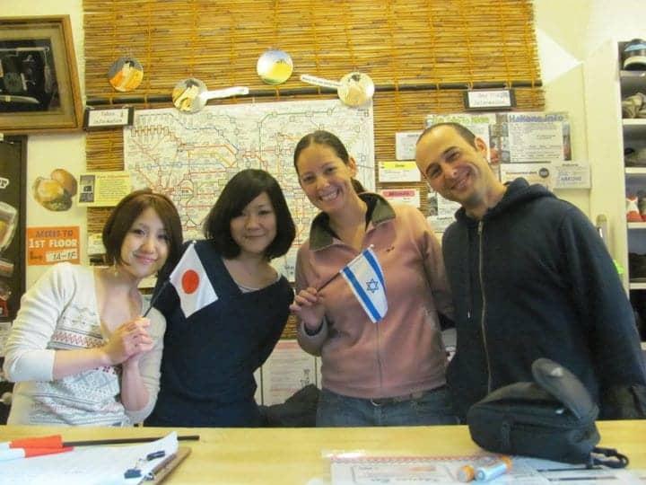 יפן עם ילדים - הצוות בהוסטל בטוקיו