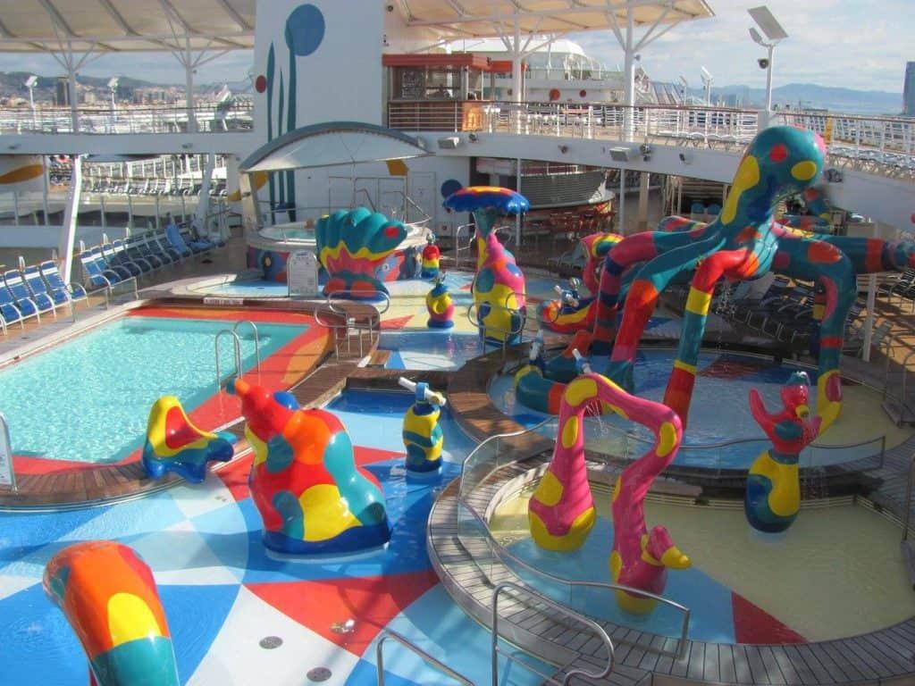 קרוז עם ילדים - הבריכות בספינה Royal Carribean
