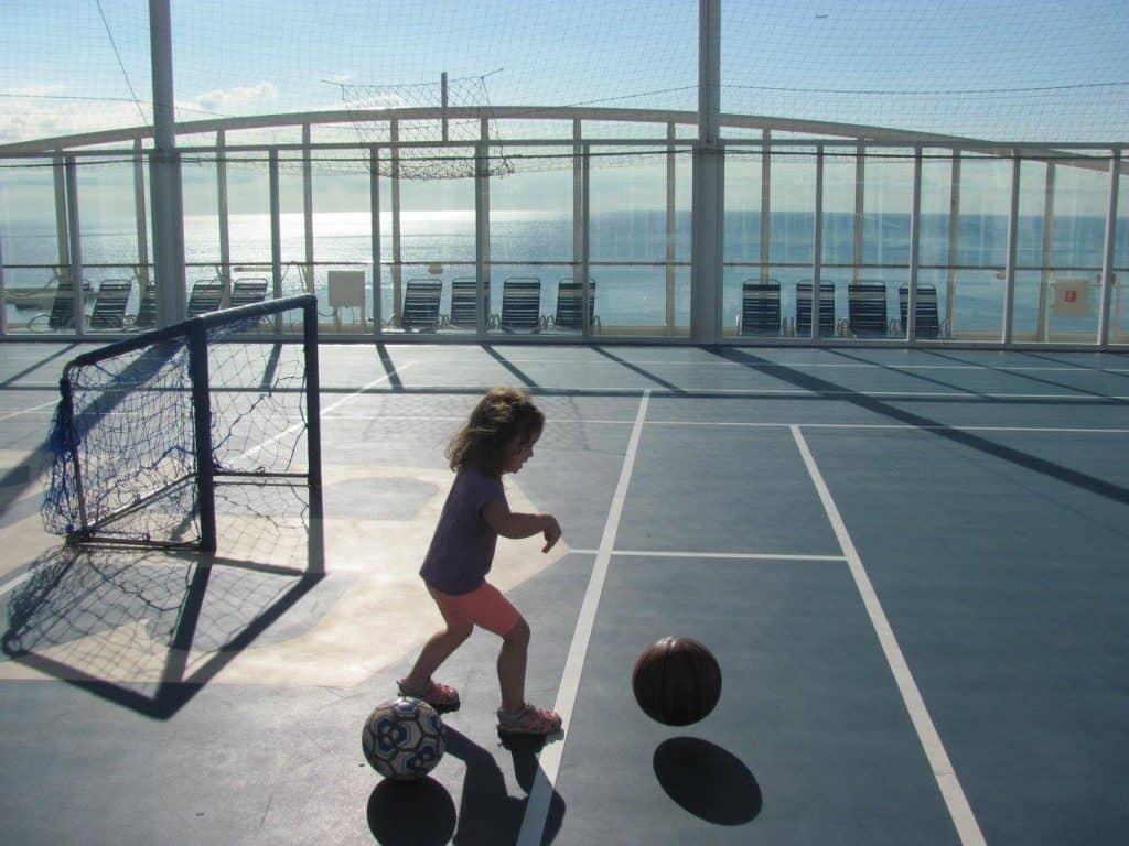 קרוז עם ילדים - ספורט בספינה Royal Carribean