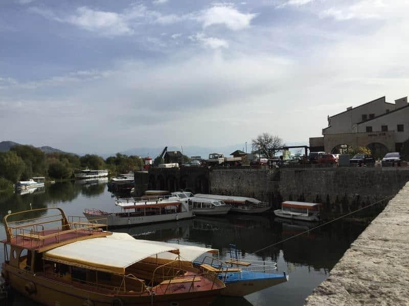 Virpazar רציף הסירות מונטנגרו