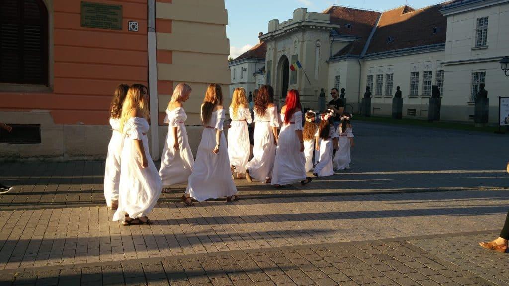 טיול ברומניה עם ילדים - הצגת קרב בין Dachians לרומאים אלבה יוליה