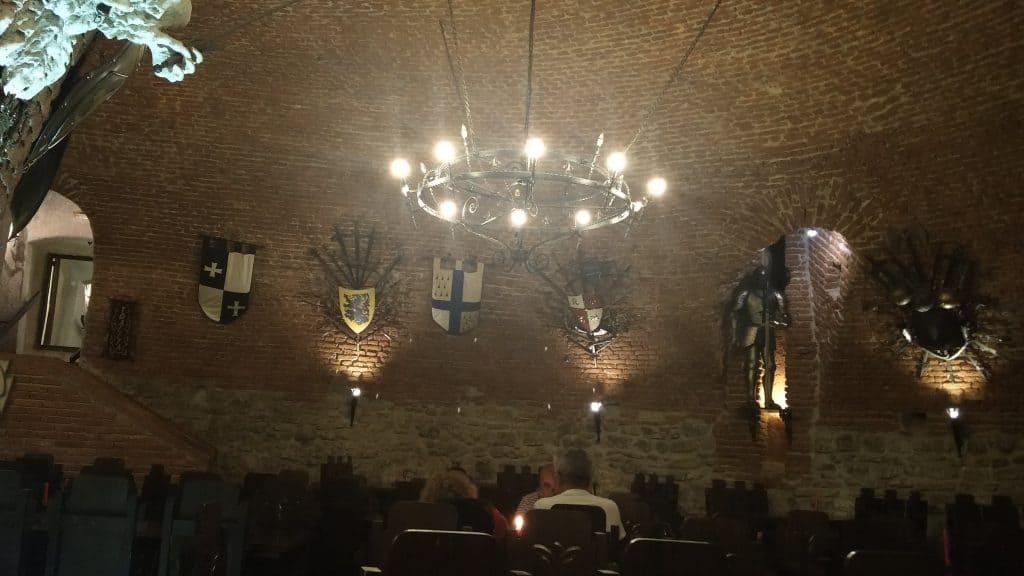 רומניה עם ילדים - מסעדת Pub 13 באלבה יוליה