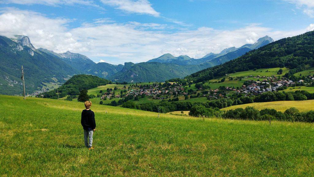 האלפים הצרפתים עם ילדים