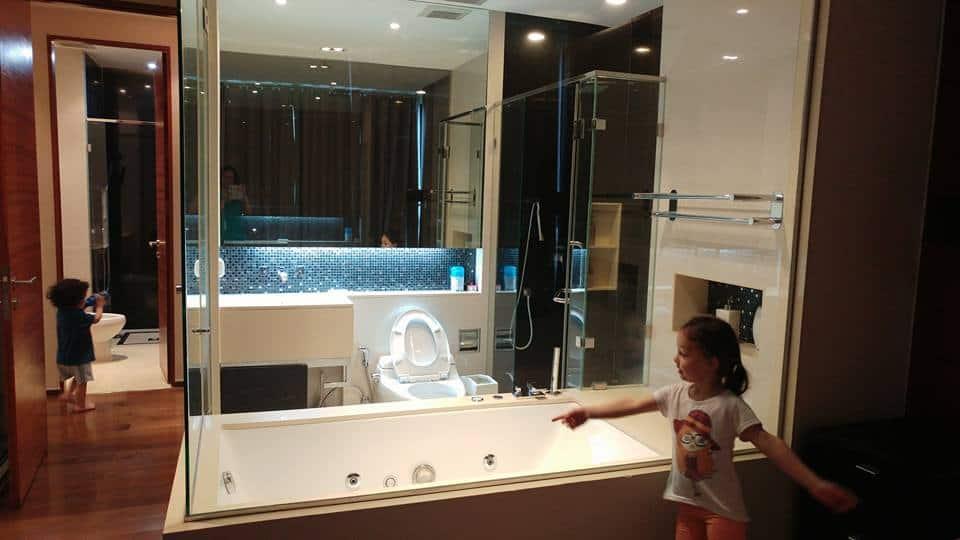 בנגקוק עם ילדים - שירותי ההורים בדירת Airbnb