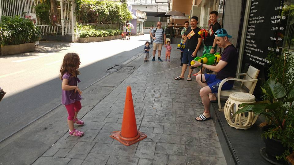 בנגקוק עם ילדים - Songkran