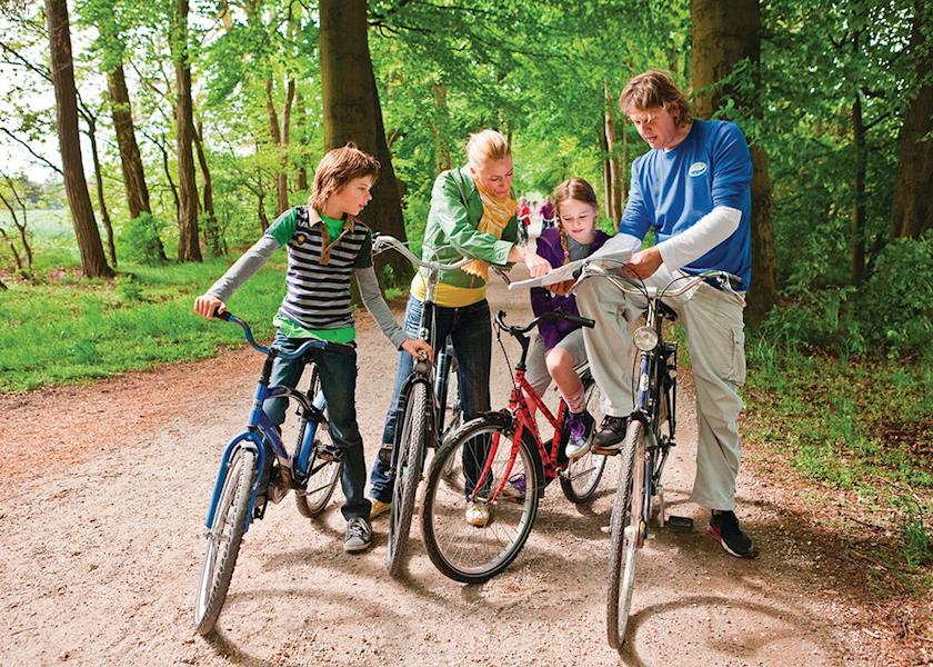 רוכבים בכפר נופש הולנדי - זו לא המשפחה שלי