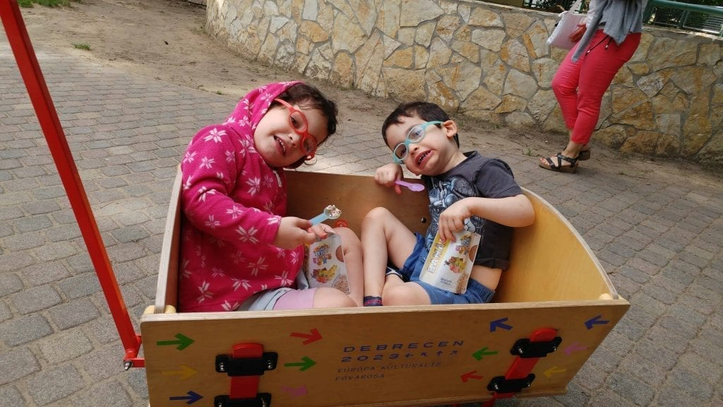 דברצן עם ילדים - העגלה בגן החיות