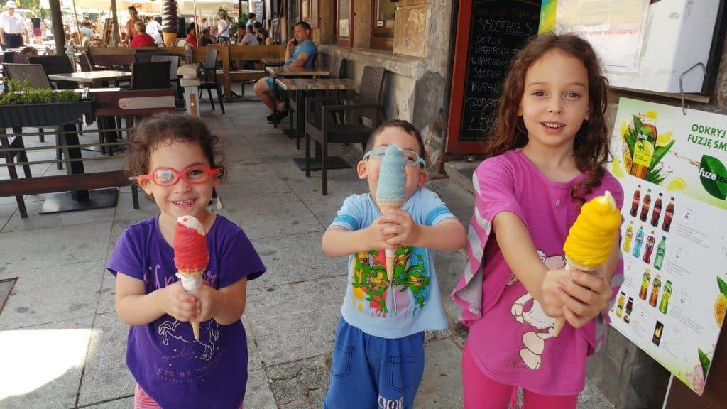 ורשה עם ילדים - גלידה בעיר הישנה