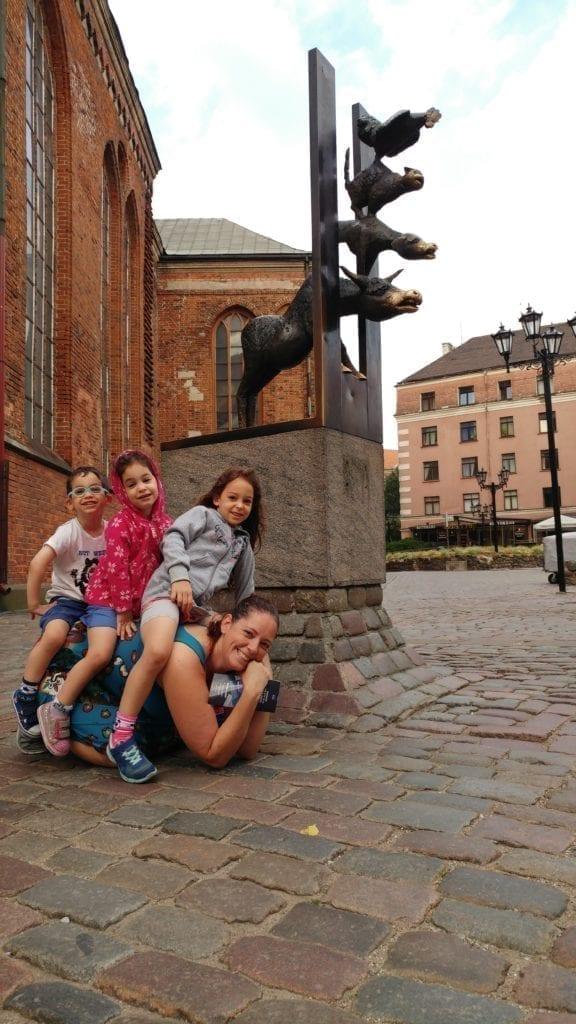 לטביה עם ילדים - ריגה עם ילדים - Bremen Town Musicians