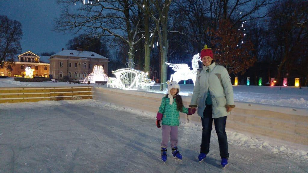 קובנה עם ילדים - החלקה על הקרח ב-Raudondvaris Manor