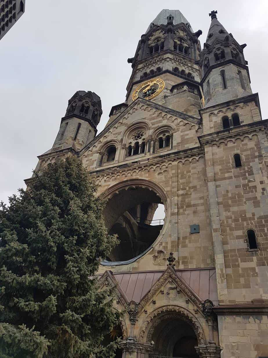 ברלין עם ילדים בחורף הכנסייה