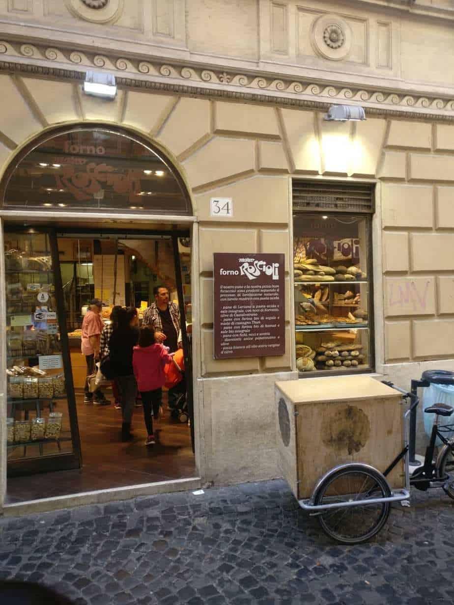 רומא עם מתבגרים - חנות הארי פוטר בגטו היהודי