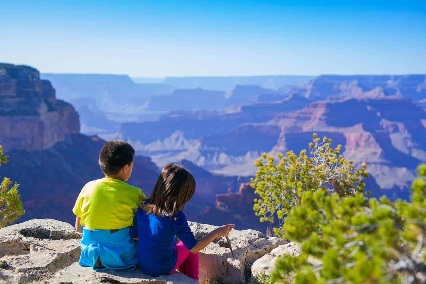 """איך לטוס לחו""""ל עם הילדים ואפילו להנות"""