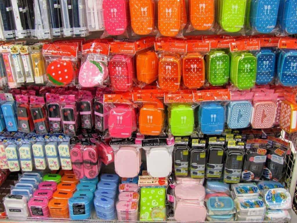 איך לחסוך כסף ביפן - רכשו מתנות ומזכרות בחנויות של 100 ין