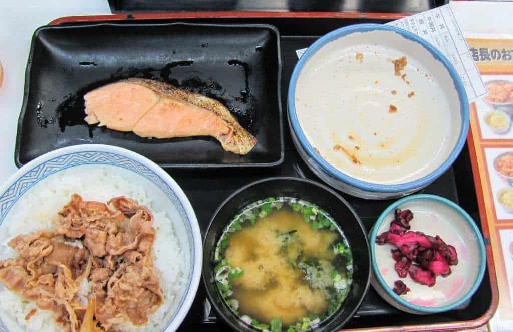 איך לחסוך כסף ביפן - השוו מחירים במסעדות
