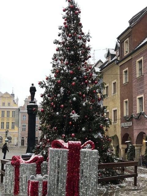 שוק כריסמס בפוזנן - ״העולם על כף ידנה״