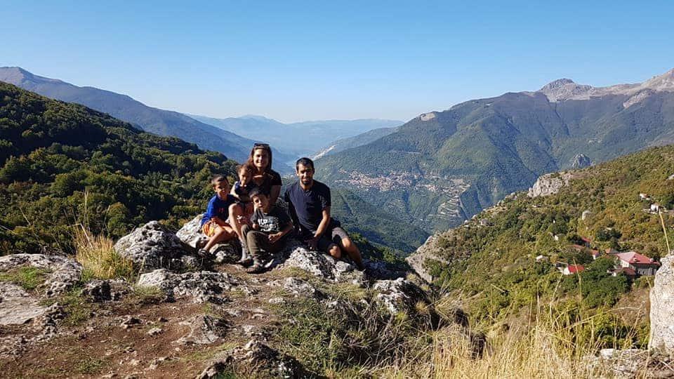 מאי ומשפחתה בטיול בצפון יוון