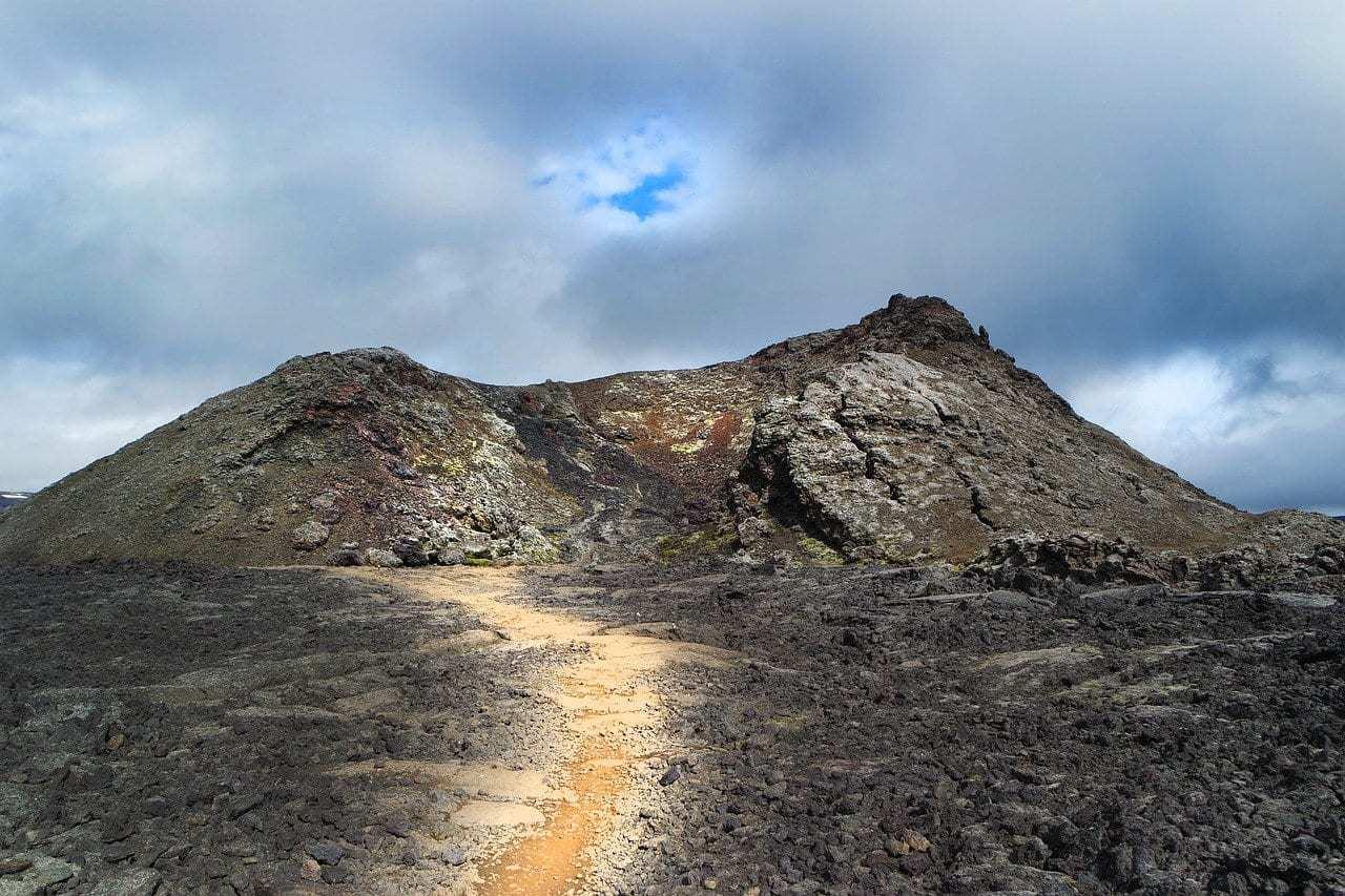 איסלנד למשפחות עם ילדים - הר הגעש Leirhnjúkur