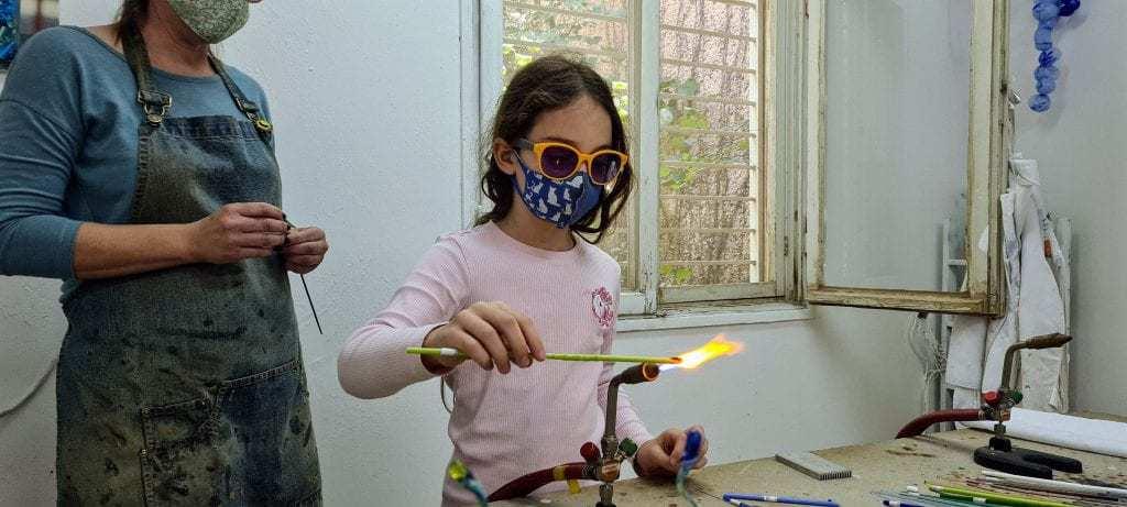 אטרקציות ברמת הגולן למשפחות עם ילדים - משחקים באש - פיסול באש בסטודיו מנדרינה
