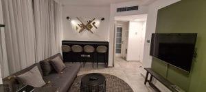 דירה בירושלים למשפחות עם ילדים - הסלון והכניסה
