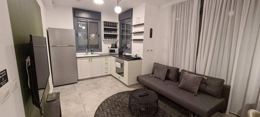 דירה בירושלים למשפחות עם ילדים - הסלון והמטבח